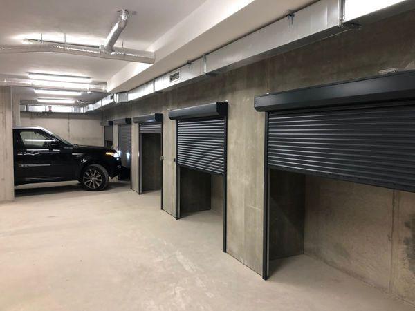Parkování s uzamykatelnými boxy