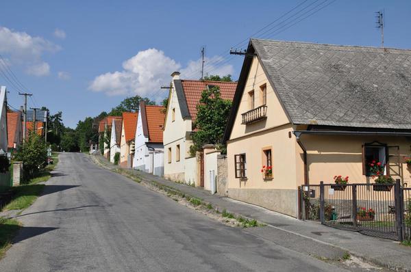 Starší rodinné domy přestavěné ze staročeských chalup (Foto: Shutterstock)