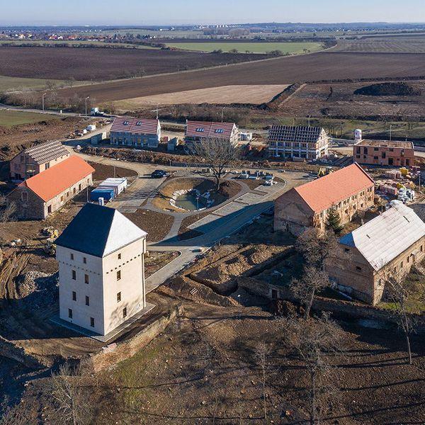 Tvrz Královice a okolní bytová výstavba