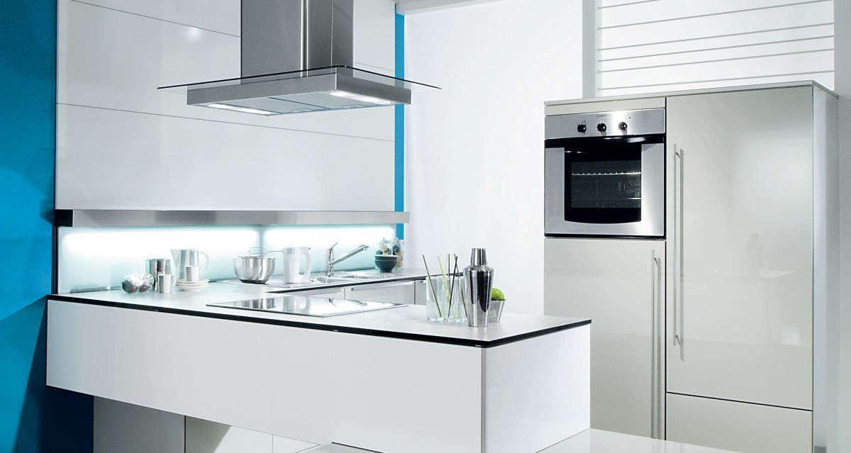 Zdroj obrázku: https://static14.gorenje.com/imagelib/source/default/products/Kitchens/cezch_klasik/Luna-nova-2.jpg
