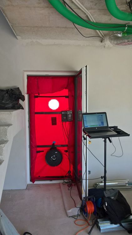 Blower door test - měření